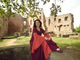 Martina Blandfort in historischem Gewand
